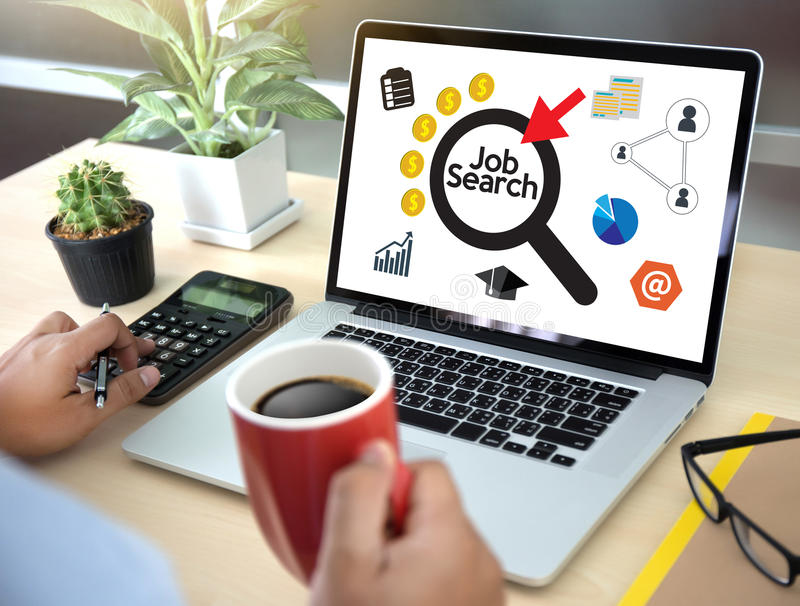 Η ανθρώπινη σε απευθείας σύνδεση αναζήτηση των πόρων εργασίας επιχειρηματιών αναζήτησης εργασίας ενώνει το u στοκ φωτογραφίες