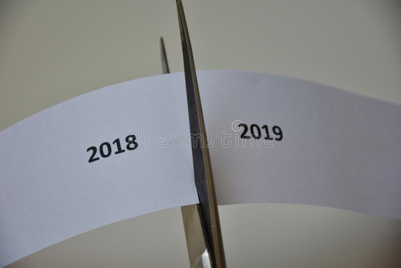 Η αντίφαση μεταξύ του νέου έτους και του έτους παρελθόντος στοκ φωτογραφίες