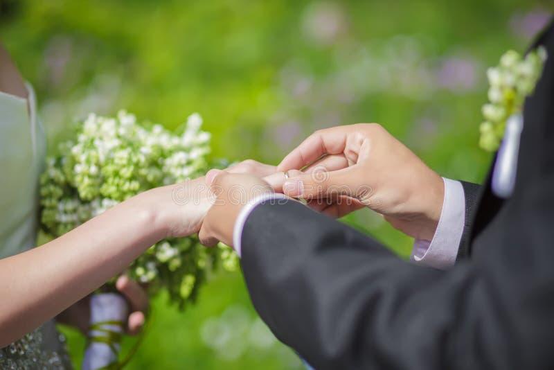η ανταλλαγή χτυπά το γάμο στοκ φωτογραφία