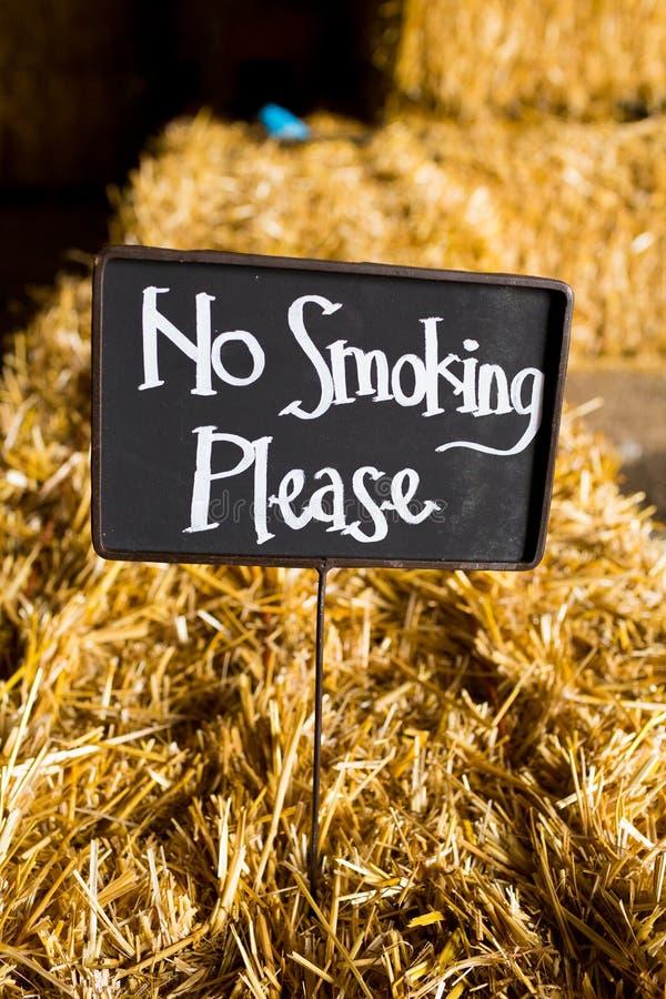 Η απαγόρευση του καπνίσματος παρακαλώ υπογράφει στοκ φωτογραφία με δικαίωμα ελεύθερης χρήσης