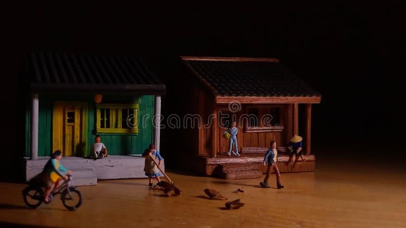 Η απλή φωτογραφία εννοιολογική, του χωριού άνθρωποι αρχίζει να κάνει τη δραστηριότητα το πολύ νωρίς πρωί στοκ εικόνες
