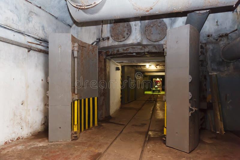 Η αποθήκη από το Ψυχρό Πόλεμο, αντιτίθεται μια υπόγεια υποβρύχια βάση στοκ εικόνες