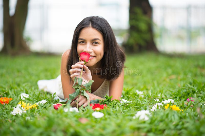 Η απόλαυση της μυρωδιάς αυξήθηκε στοκ φωτογραφία