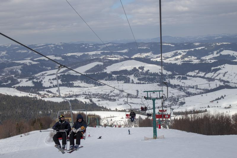Η αρχή της εποχής σκι Carpathians στοκ φωτογραφία