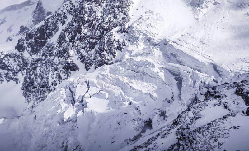 Η αρχή της μειωμένης χιονοστιβάδας από την κλίση στοκ εικόνα με δικαίωμα ελεύθερης χρήσης