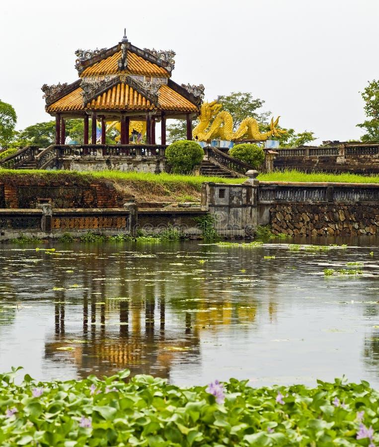 η αρχαία λίμνη απεικόνισε rotunda στοκ φωτογραφίες