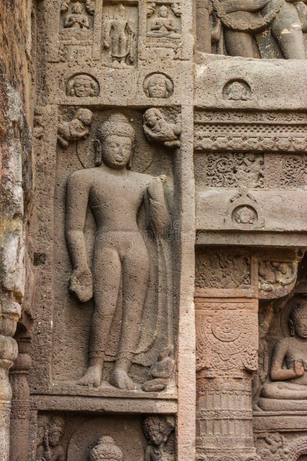 Η αρχαία πέτρα σπηλιών χάρασε τον τοίχο στις σπηλιές Ajanta στοκ φωτογραφία με δικαίωμα ελεύθερης χρήσης