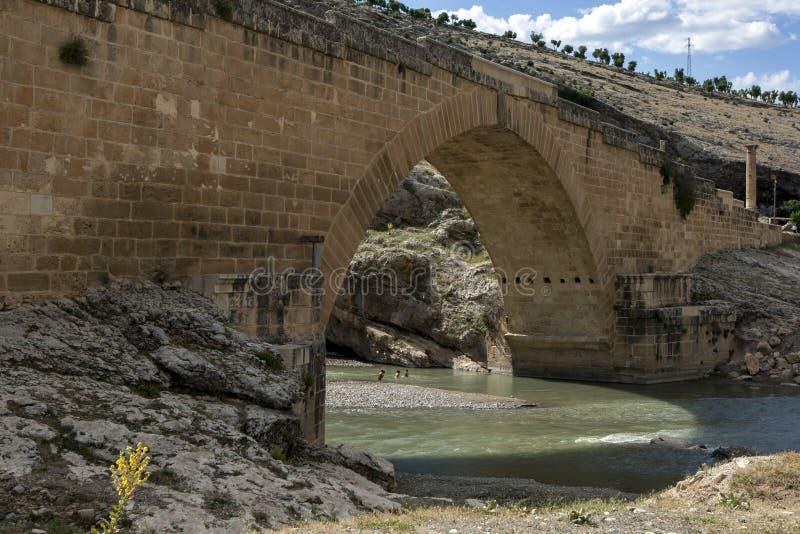 Η αρχαία ρωμαϊκή γέφυρα που διασχίζει τη γέφυρα Cendere κοντά στην πόλη Kocahisar στην ανατολική Τουρκία στοκ εικόνα με δικαίωμα ελεύθερης χρήσης