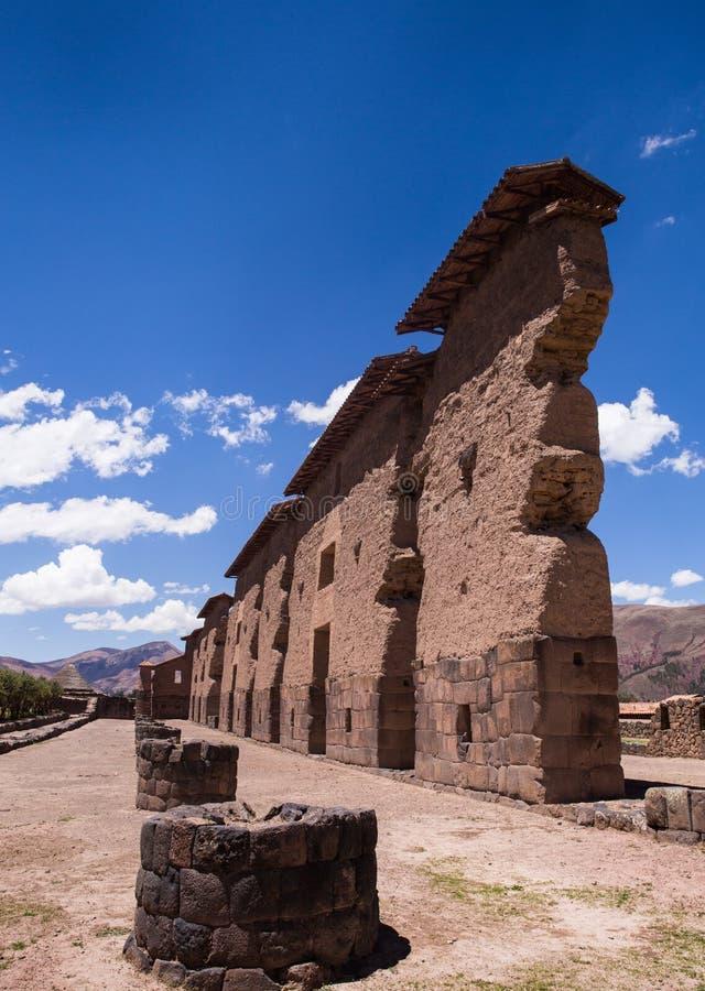 Η αρχαιολογική περιοχή του ναού Raqchi, Περού inca στοκ εικόνα
