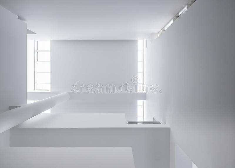 Η αρχιτεκτονική απαριθμεί τις άσπρες στήλες που ανάβουν αφηρημένο υπόβαθρο οικοδόμησης κτηρίου στεγών το σύγχρονο στοκ φωτογραφίες με δικαίωμα ελεύθερης χρήσης