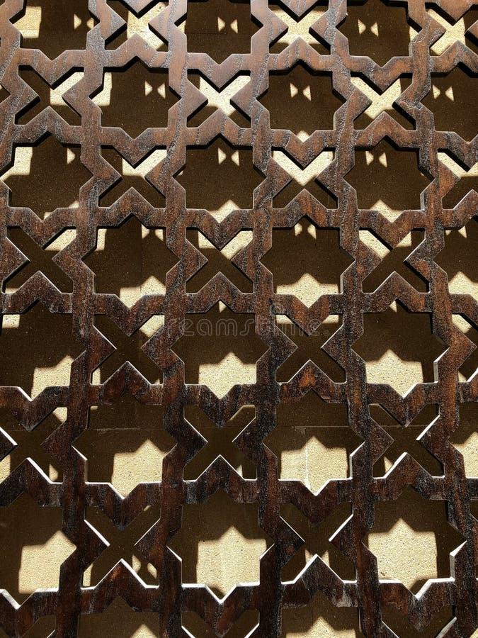 Η αρχιτεκτονική των Μεσαιώνων Ασιατικά διακοσμήσεις και σχέδια στο σίδηρο στοκ εικόνα με δικαίωμα ελεύθερης χρήσης
