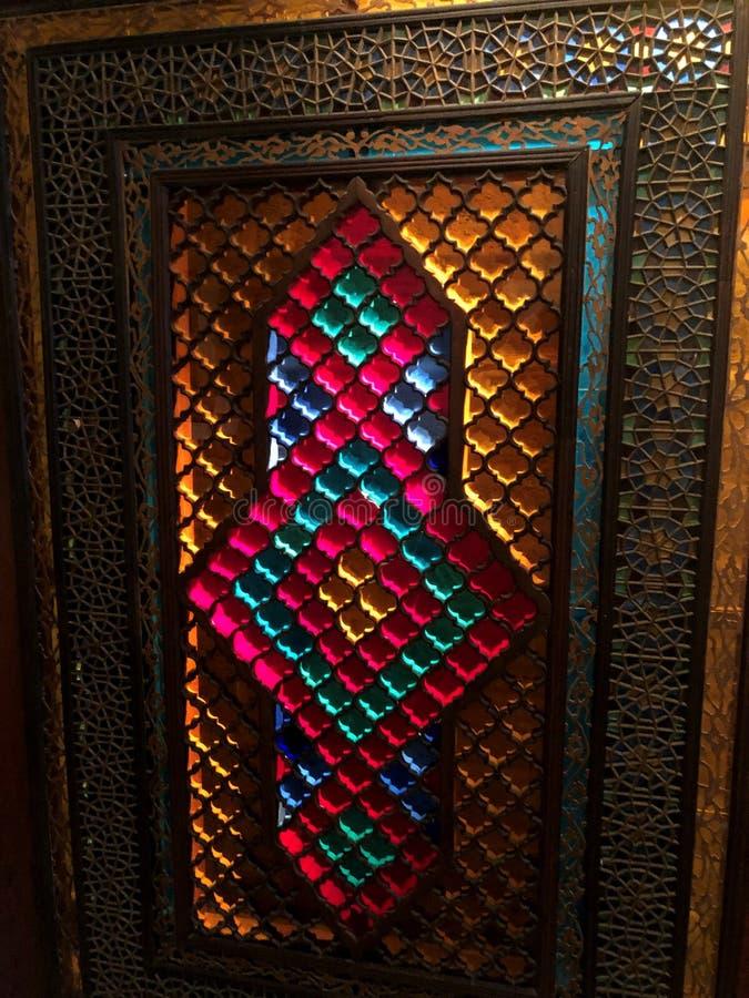 Η αρχιτεκτονική των Μεσαιώνων Μωσαϊκό του γυαλιού Ασιατικά διακοσμήσεις και σχέδια στοκ εικόνες