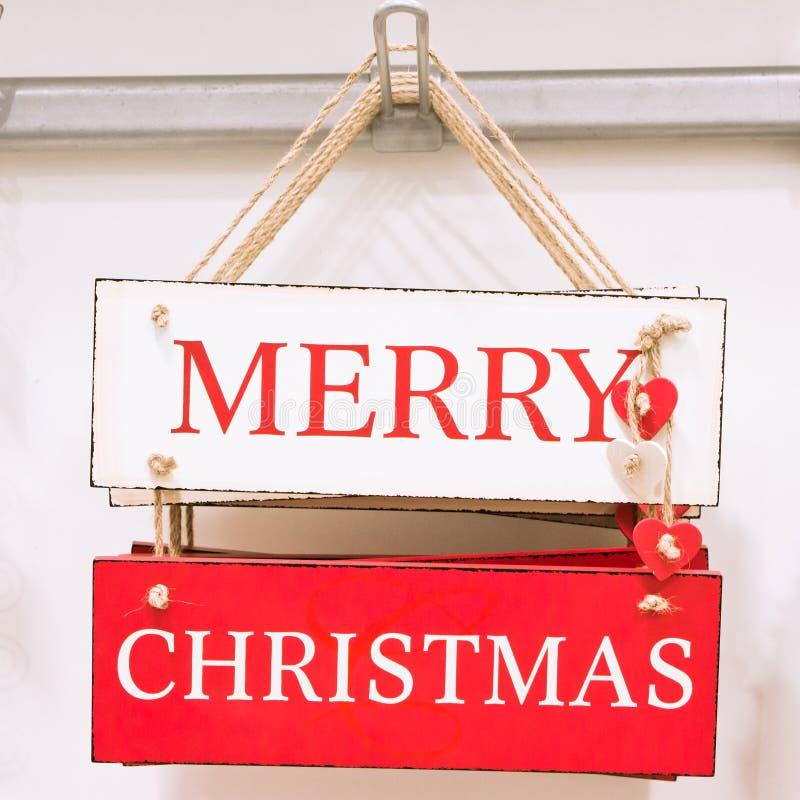 η ασιατική εκμετάλλευση καπέλων Χριστουγέννων ανασκόπησης όμορφη κενή καυκάσια απομόνωσε το μικτό σημάδι santa φυλών εγγράφου χαμ στοκ φωτογραφία με δικαίωμα ελεύθερης χρήσης