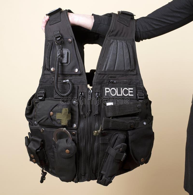 Η αστυνομία εκδίδει την τακτική φανέλλα στοκ φωτογραφίες