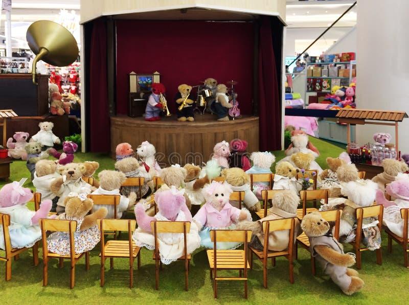 Η λατρευτή έκθεση για τη συναυλία αποδίδει από τις κούκλες στοκ εικόνες με δικαίωμα ελεύθερης χρήσης