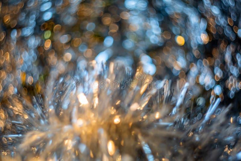 Η αφηρημένη θαμπάδα και η τσαλακωμένη γκρίζα σύσταση φύλλων αλουμινίου για το υπόβαθρο Καλλιτεχνικό ζωηρόχρωμο bokeh Τονισμένη ει στοκ εικόνα