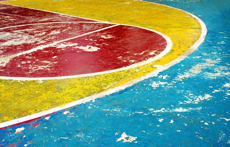 Η αψίδα της τριών σημείων γραμμής και της αποκρουστικής γραμμής με το ελεύθερο χτύπημα ή αναχαίτηση του κύκλου του γήπεδο μπάσκετ στοκ φωτογραφία με δικαίωμα ελεύθερης χρήσης
