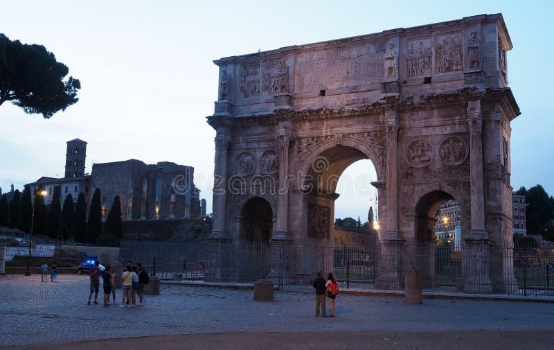 Η αψίδα του Constantine και το ρωμαϊκό φόρουμ στη Ρώμη, Ιταλία στοκ εικόνες με δικαίωμα ελεύθερης χρήσης