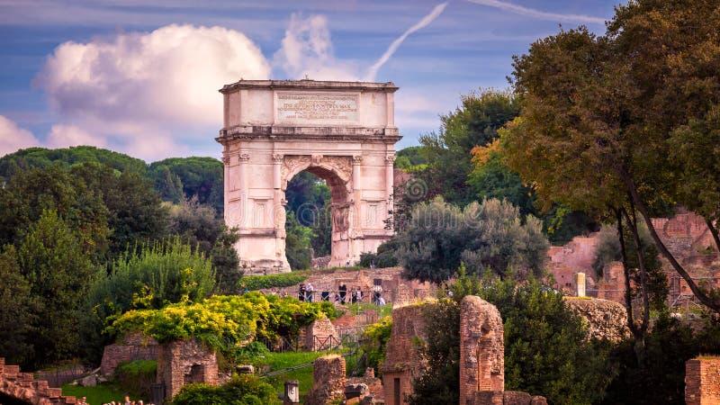 Η αψίδα του Titus στο ρωμαϊκό φόρουμ, Ρώμη, Ιταλία στοκ φωτογραφία