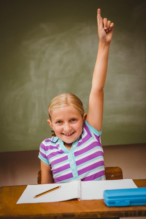 Η αύξηση μικρών κοριτσιών παραδίδει την τάξη στοκ εικόνα με δικαίωμα ελεύθερης χρήσης