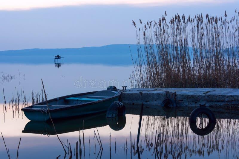 Η βάρκα ελλιμένισε στη λίμνη Balaton στοκ φωτογραφίες με δικαίωμα ελεύθερης χρήσης