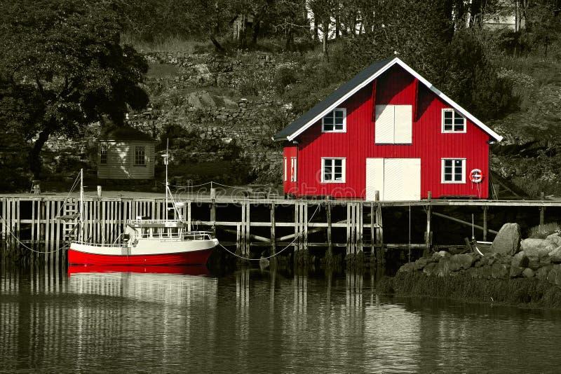 η βάρκα το κόκκινο rorbu στοκ εικόνες