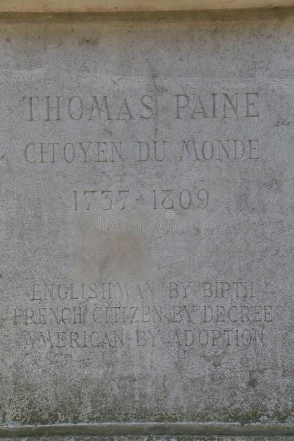 Η βάση αγαλμάτων του Thomas Paine βρίσκεται στο Parc Montsouris κατά μήκος της λεωφόρου Jourdan στο 14ο arr  η επιγραφή διαβάζει: στοκ φωτογραφίες με δικαίωμα ελεύθερης χρήσης