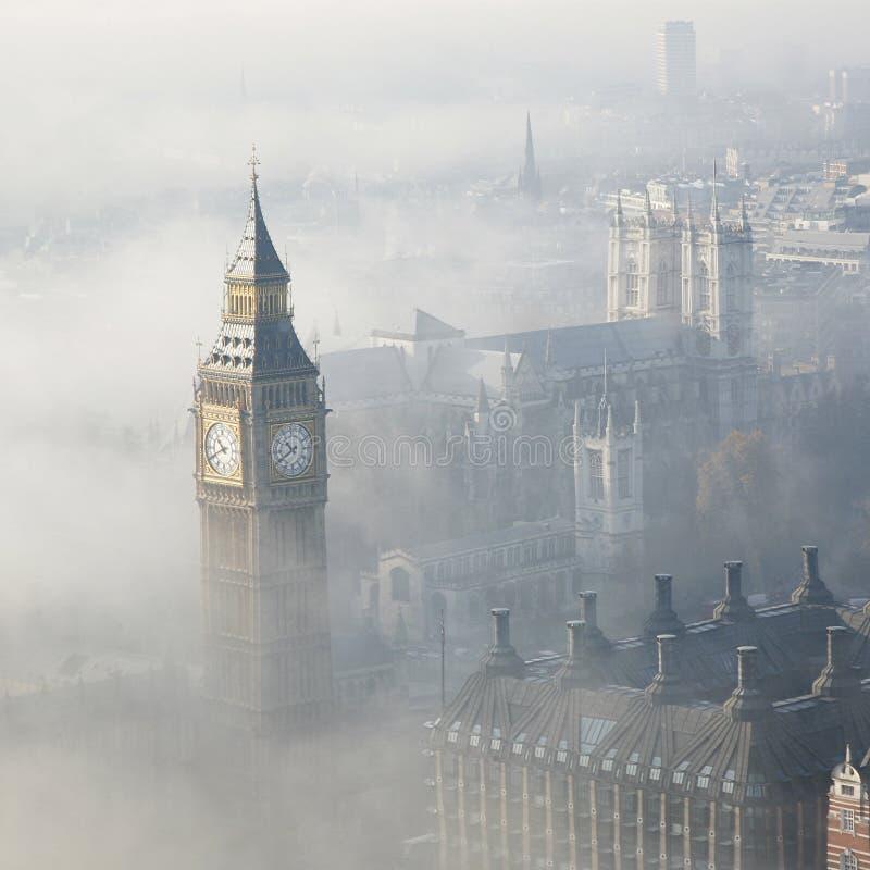 Η βαριά ομίχλη χτυπά το Λονδίνο στοκ φωτογραφία με δικαίωμα ελεύθερης χρήσης