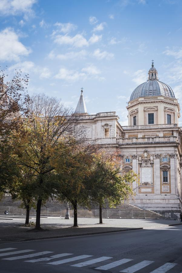 Η βασιλική Σάντα Μαρία Maggiore στη Ρώμη από μια κενή οδό στοκ φωτογραφίες με δικαίωμα ελεύθερης χρήσης