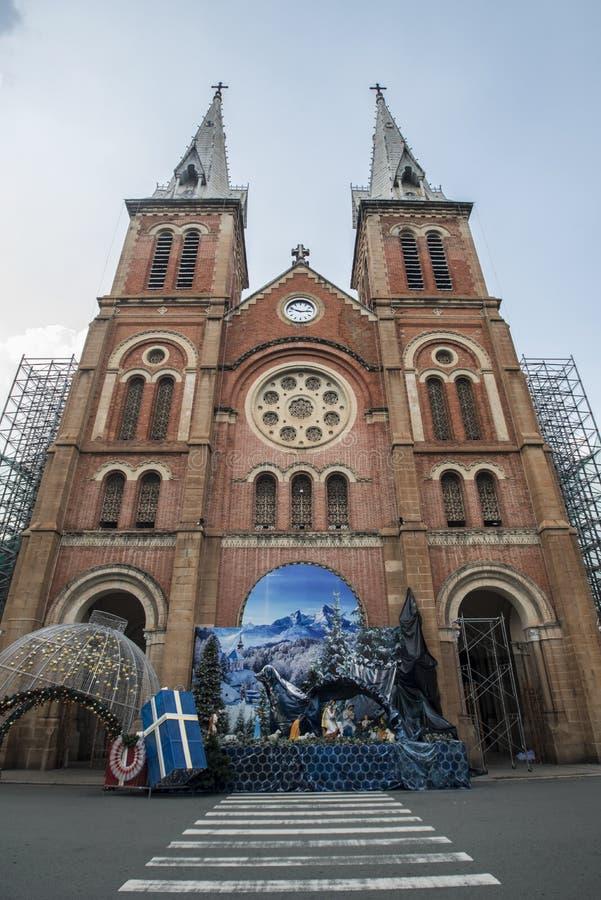 Η βασιλική της Notre-Dame Saigon στη πόλη Χο Τσι Μινχ, Βιετνάμ, γιορτάζει τα Χριστούγεννα στοκ εικόνα