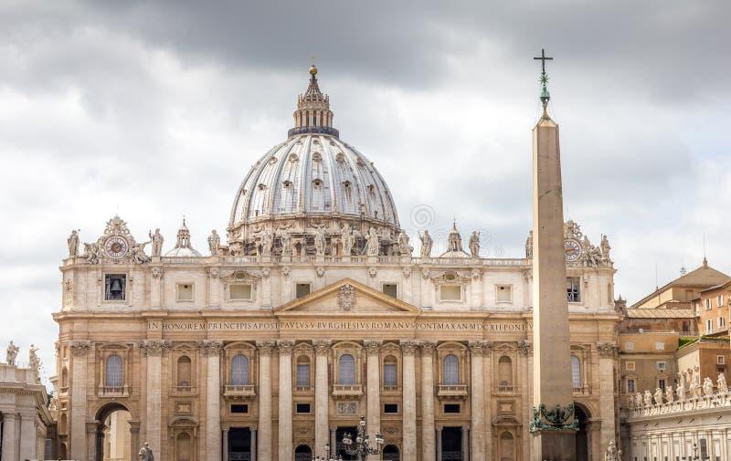 Η βασιλική του ST Peters στη πόλη του Βατικανού στοκ εικόνες