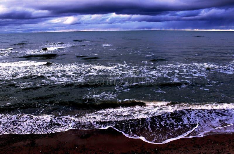 η βαλτική παραλία καλύπτει τη θάλασσα άμμου αντανάκλασης palanga ακτών υγρή στοκ εικόνες