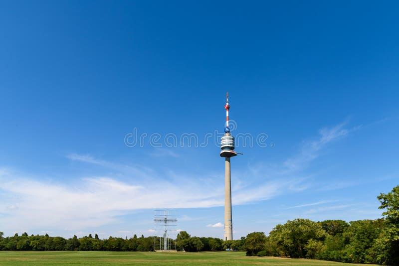 Η Βιέννη Donauturm (πύργος Δούναβη) στοκ φωτογραφίες με δικαίωμα ελεύθερης χρήσης