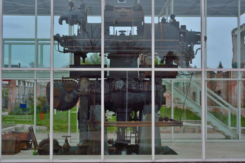Η βιομηχανική μηχανή παραμένει σε ένα υφαντικό μουσείο στοκ φωτογραφίες