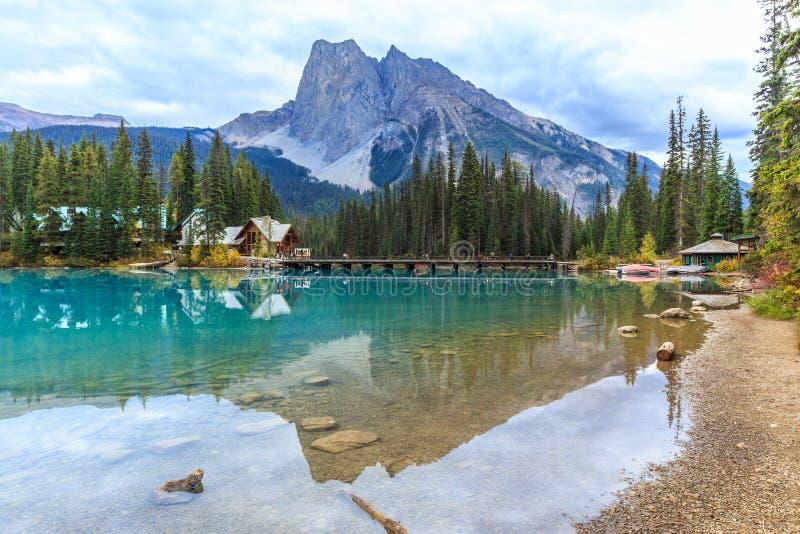 η βρετανική σμαραγδένια λίμνη του Καναδά Κολούμπια εντόπισε το εθνικό yoho πάρκων στοκ εικόνες