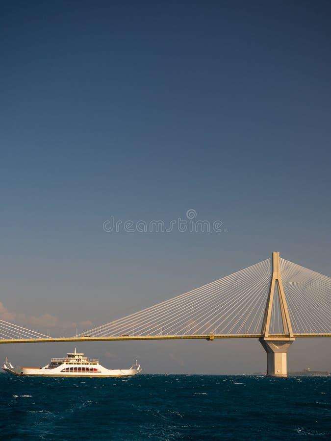 η γέφυρα ή ο Χαρίλαος Trikoupis Ελλάδα του Ρίο Antirio στοκ φωτογραφίες