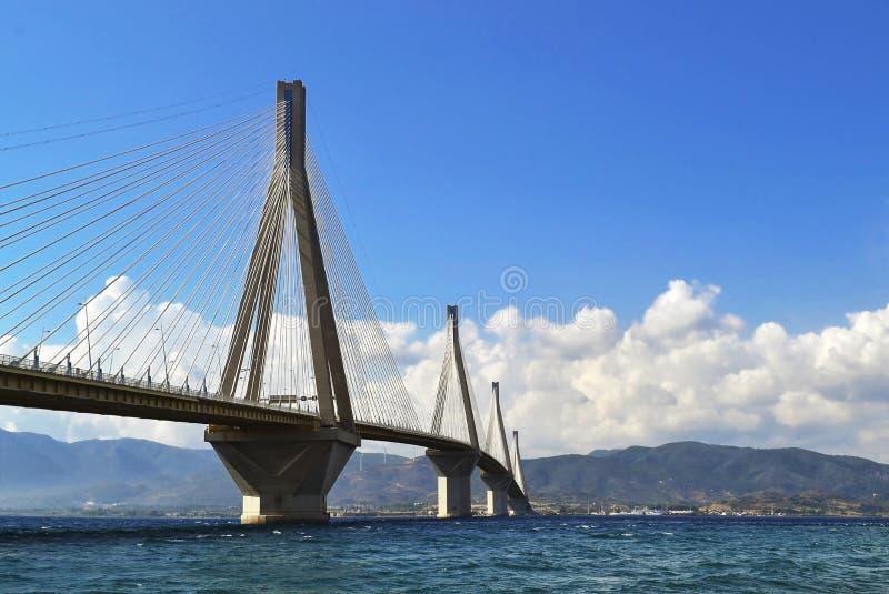 Η γέφυρα ή ο Χαρίλαος Trikoupis του Ρίο Antirio γεφυρώνει - σταυροί ο Κόλπος Corinth και της σύνδεσης η Πελοπόννησος με την ηπειρ στοκ φωτογραφίες