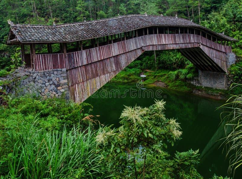 Η γέφυρα διαδρόμων στοκ εικόνα με δικαίωμα ελεύθερης χρήσης
