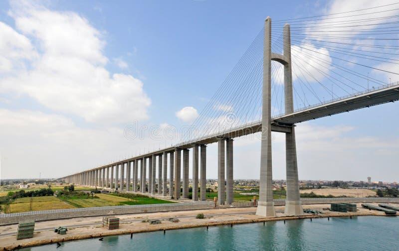 Η γέφυρα καναλιών Σουέζ, είναι μια οδική γέφυρα διασχίζοντας το κανάλι Σουέζ στοκ φωτογραφίες με δικαίωμα ελεύθερης χρήσης
