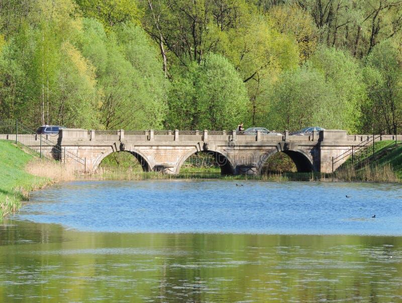 Η γέφυρα πέρα από τη λίμνη, Γκάτσινα στοκ φωτογραφία με δικαίωμα ελεύθερης χρήσης