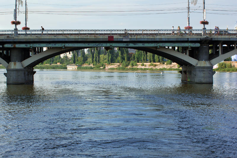 Η γέφυρα πέρα από το νότιο ζωύφιο ποταμών στοκ φωτογραφίες με δικαίωμα ελεύθερης χρήσης
