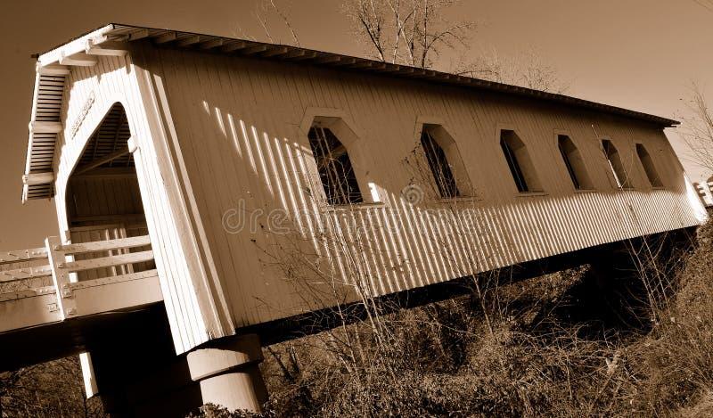 Download η γέφυρα 2 κάλυψε ιστορικό στοκ εικόνα. εικόνα από μέταλλο - 13178871