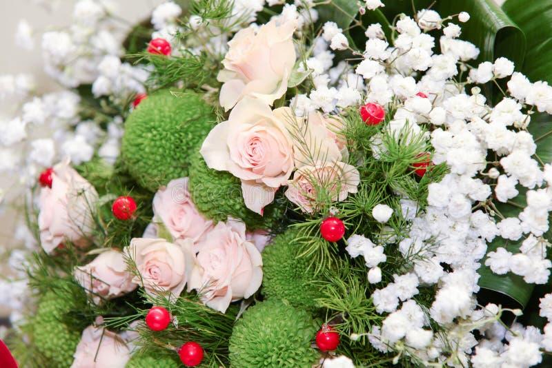 Γαμήλια ανθοδέσμη από τα τριαντάφυλλα ροδάκινων στοκ εικόνα