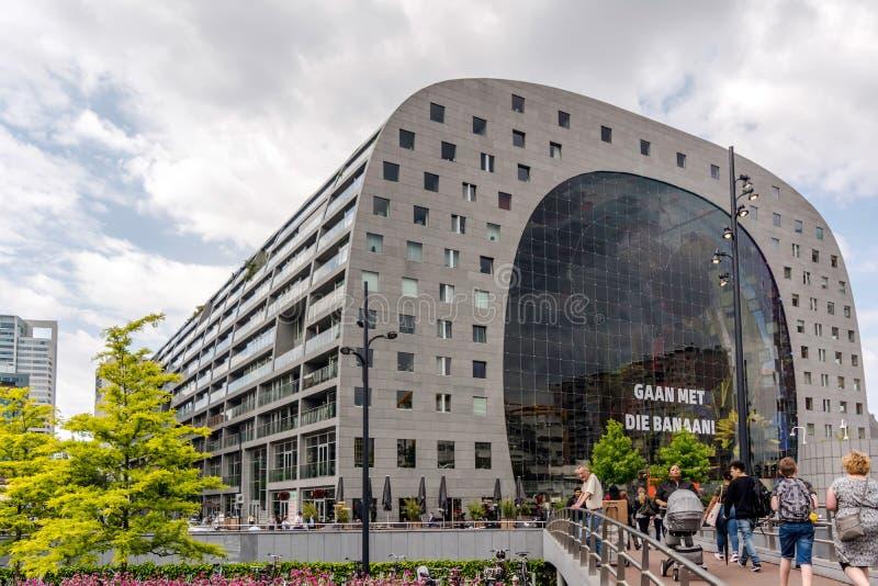 Η γκρίζα τεράστια horseshoe-shaped οικοδόμηση της αίθουσας αγοράς Markthal στοκ φωτογραφία με δικαίωμα ελεύθερης χρήσης