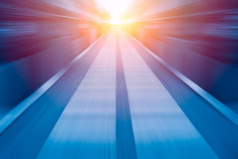 Η γρήγορη μπλε ελαφριά επιχείρηση ζουμ θαμπάδων ταχύτητας εκτελεί την έννοια στοκ εικόνες