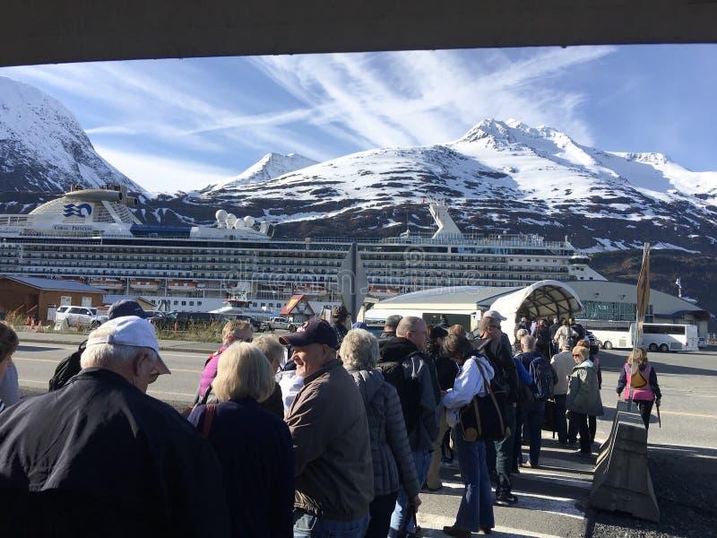 Η γραμμή επάνω στο από την Αλάσκα κρουαζιερόπλοιο στοκ φωτογραφία