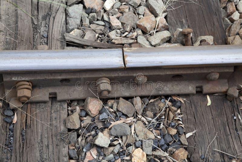 Η γραμμή σιδηροδρόμων ενώνει στοκ εικόνα