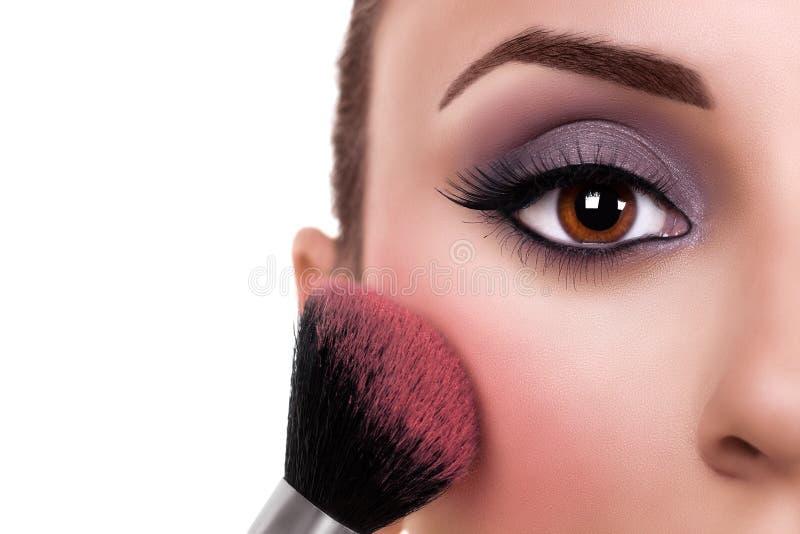 Η γυναίκα αποτελεί να κοκκινίσει στοκ φωτογραφία με δικαίωμα ελεύθερης χρήσης