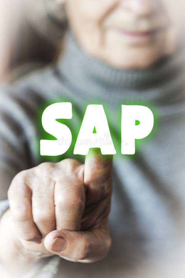 Η γυναίκα επιλέγει τη SAP στοκ φωτογραφία με δικαίωμα ελεύθερης χρήσης