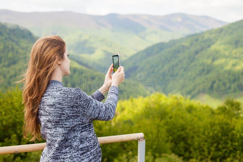 Η γυναίκα κάνει μια φωτογραφία στοκ εικόνες